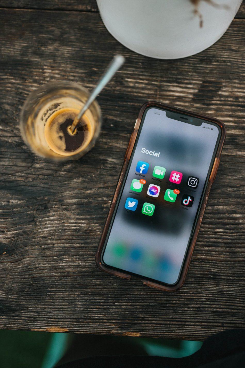 all-social-media-platforms-on-phone
